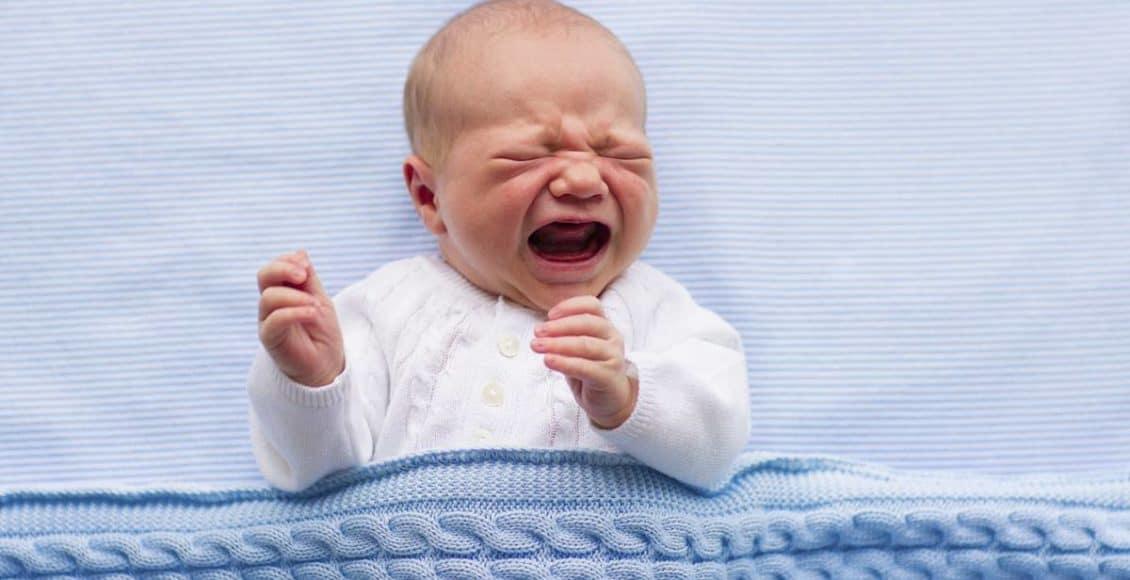 بكاء الرضيع بدون سبب