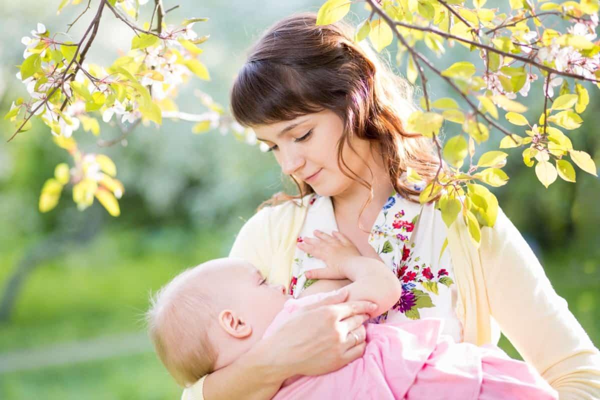 الرضاعة الطبيعية بالصور