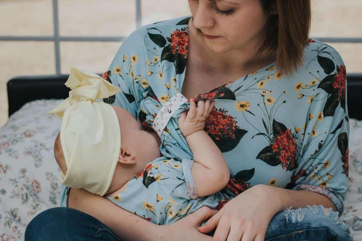 هل يحدث حمل اثناء الرضاعة بدون دورة