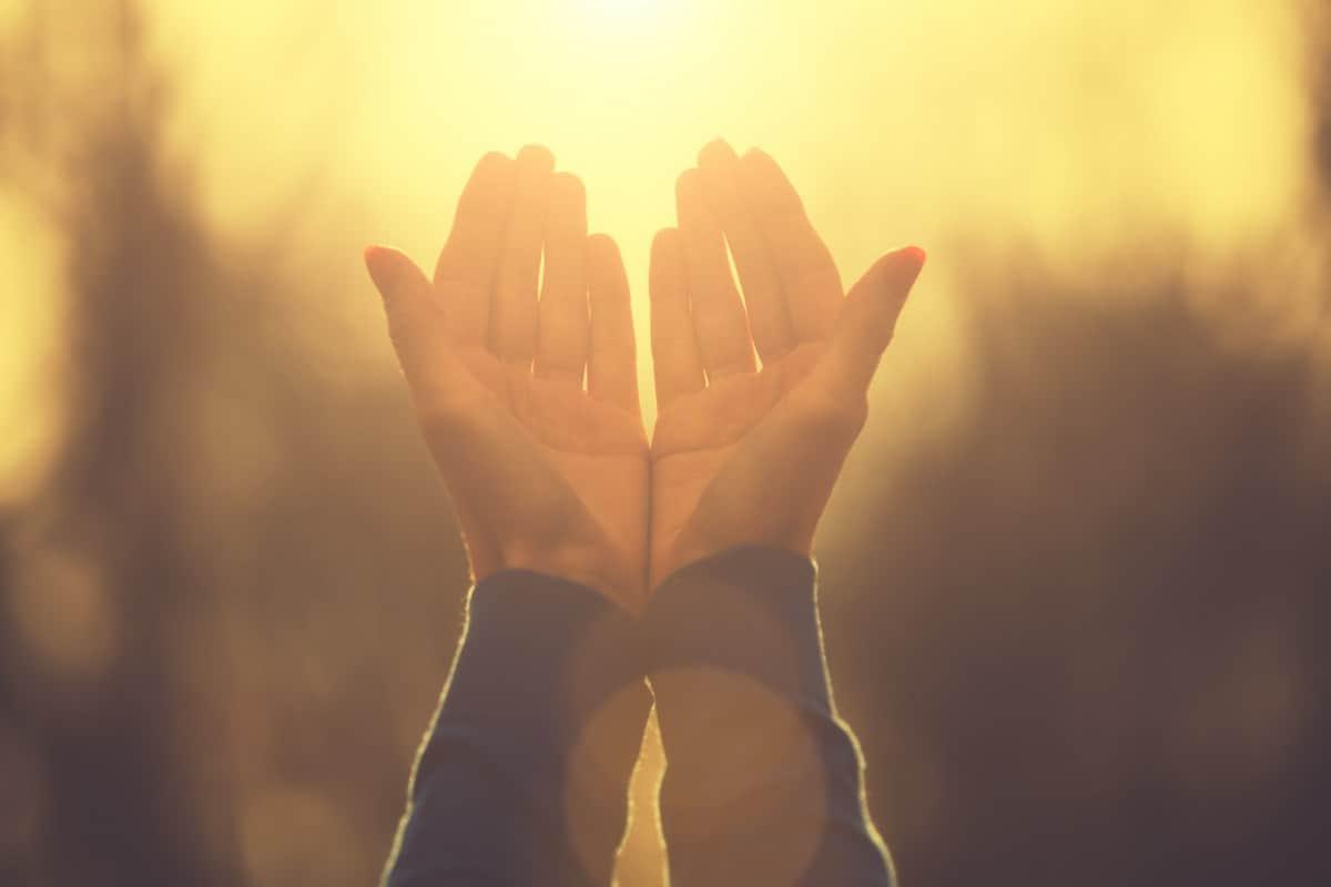 اللهم يا مقلب القلوب ثبت قلبي على دينك وعلى طاعتك
