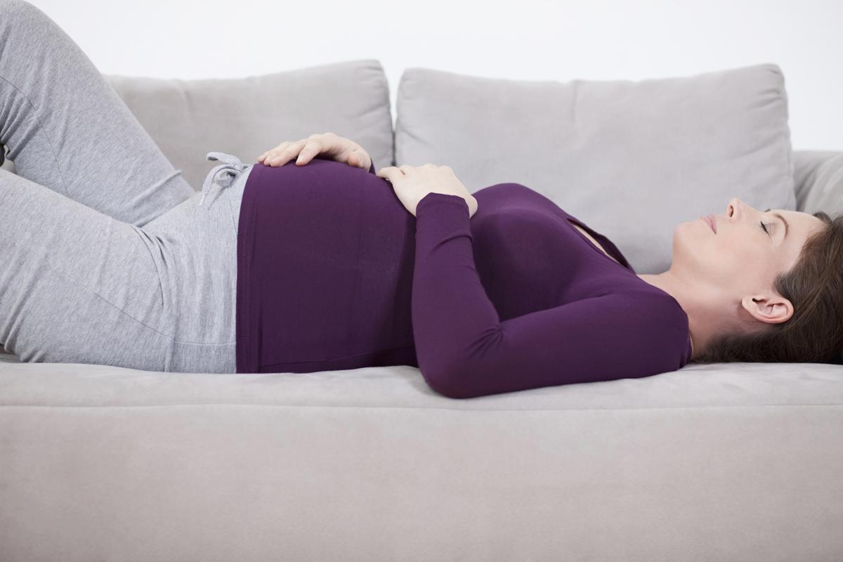 النوم على الظهر للحامل