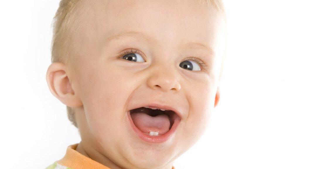 مراحل تطور الطفل ظهور الأسنان