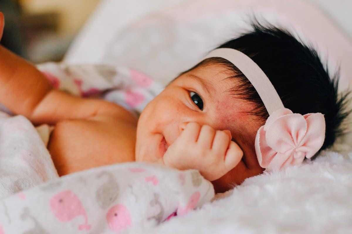 نمو طفلك في عمر الخمسة أشهر