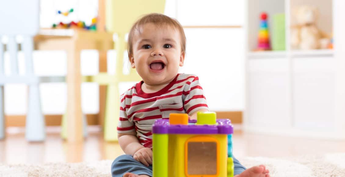 أول سنة من عمر الطفل صور