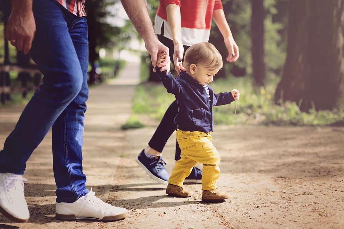 الخط الزمني لمشي طفلك