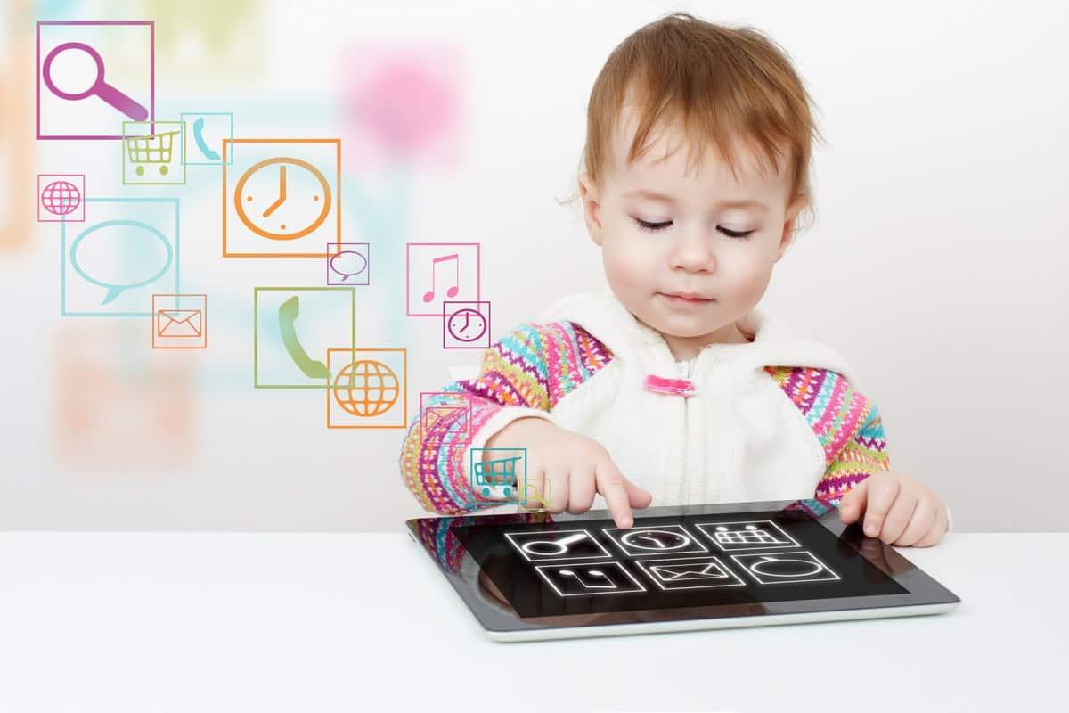 جدول تطور الطفل من الشهر السابع حتى الشهر الثاني عشر