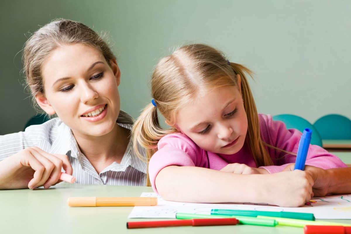 كيفية تعليم طفلك الألوان