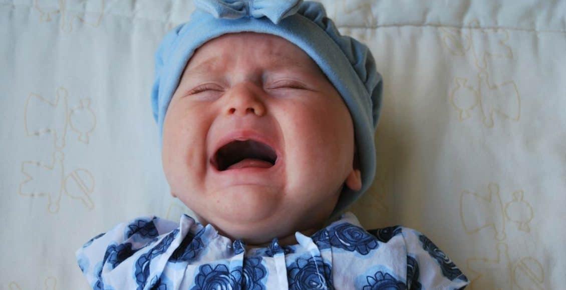 أسباب بكاء الأطفال وكيفية التعامل معهم