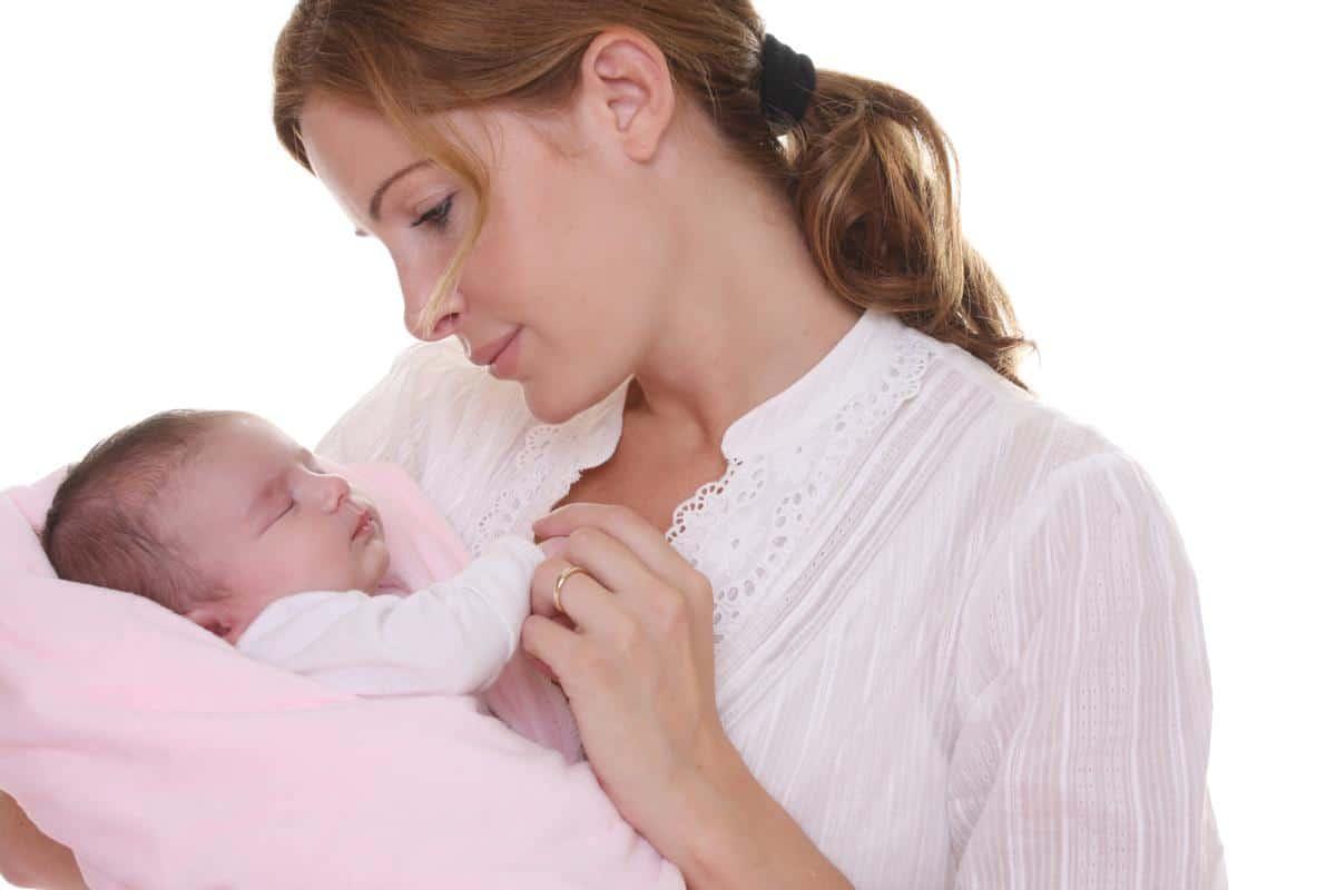أسباب وطريقة إعطاء طفلك التحميلة أو اللبوس