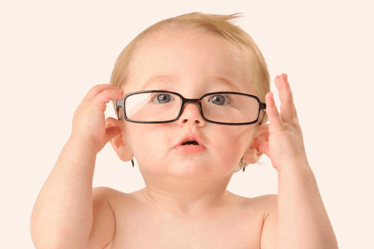 مراحل تطور الطفل النظر