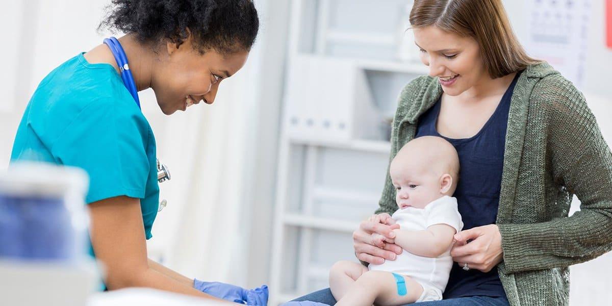ما سبب لون البراز الاخضر عند الرضع