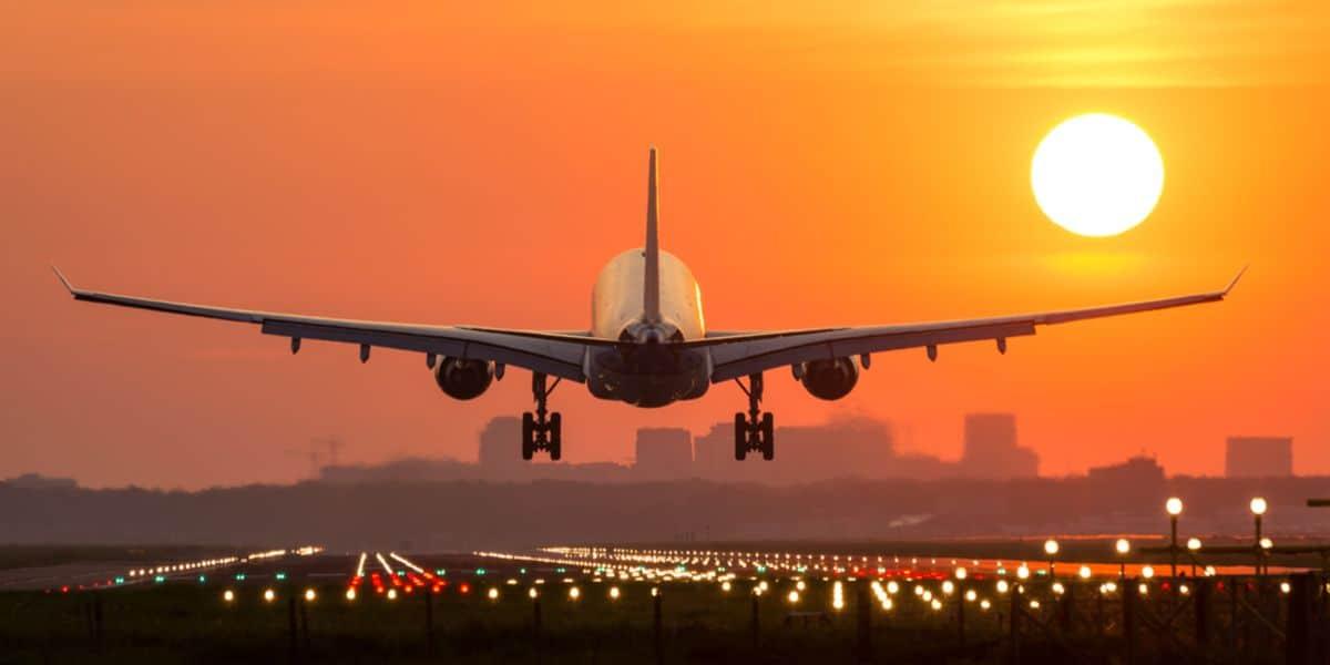 السفر بالطائرة للحامل في الشهر الثامن