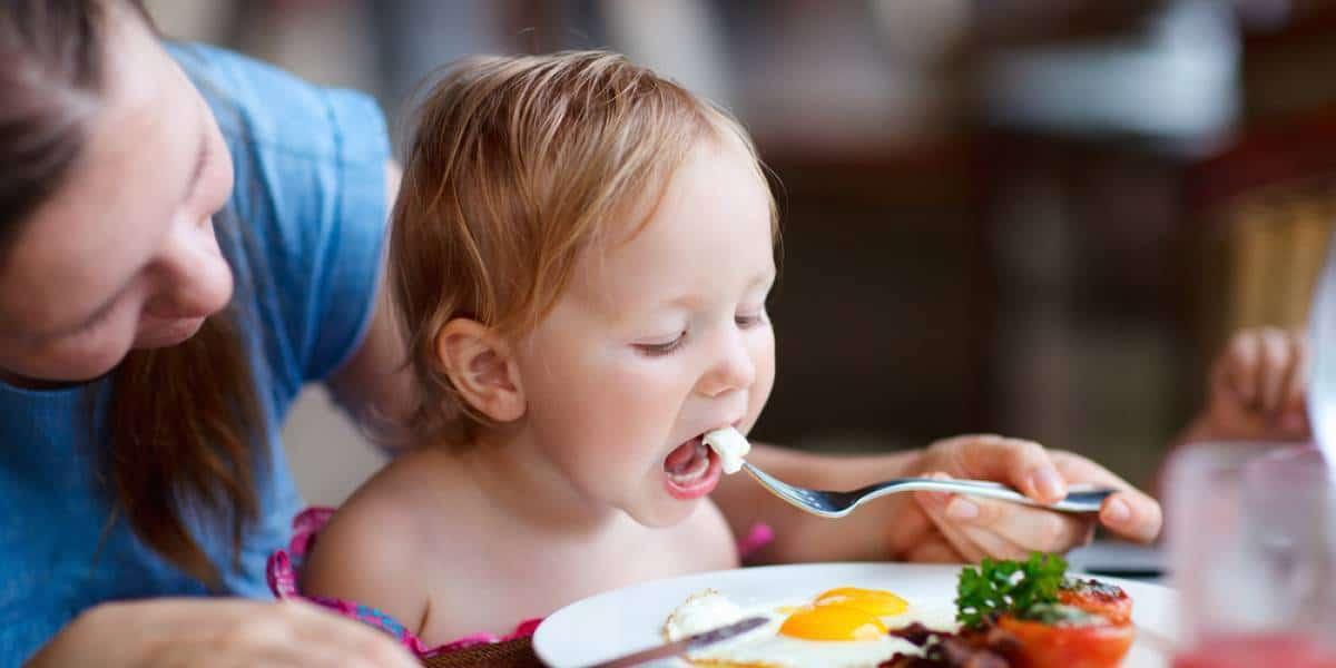 أطعمة مفيدة لمخ الطفل