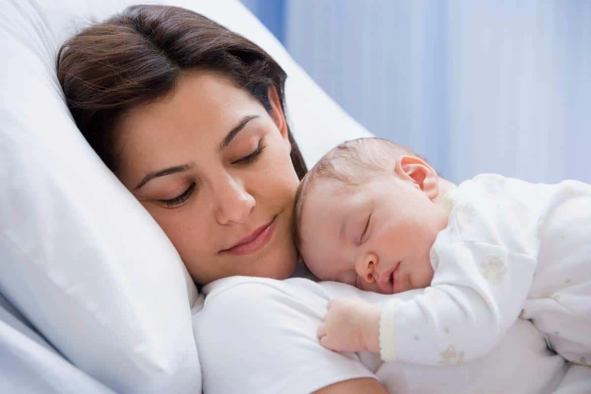 قله نوم الرضيع الأسباب والعلاج