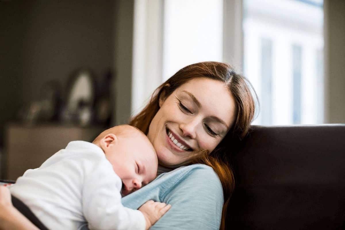 كثرة النوم عند حديثي الولادة الاسباب والعلاج