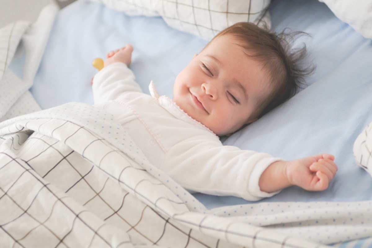 هل النوم على الظهر خطأ لحديثي الولادة