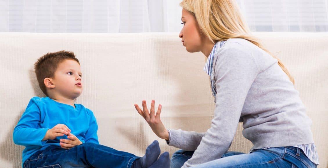كيفية التعامل مع الطفل العنيد في عمر سنتين