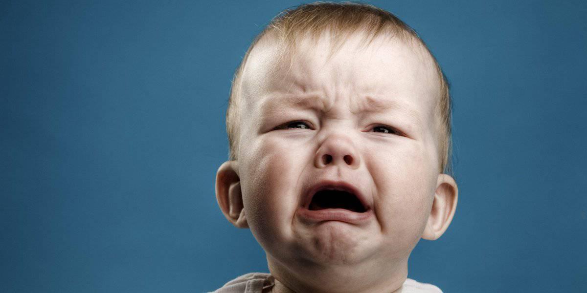 سبب بكاء الطفل المفاجئ