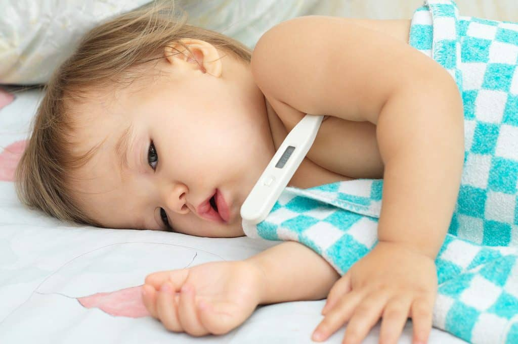 كيف انزل الحمى عند الرضع