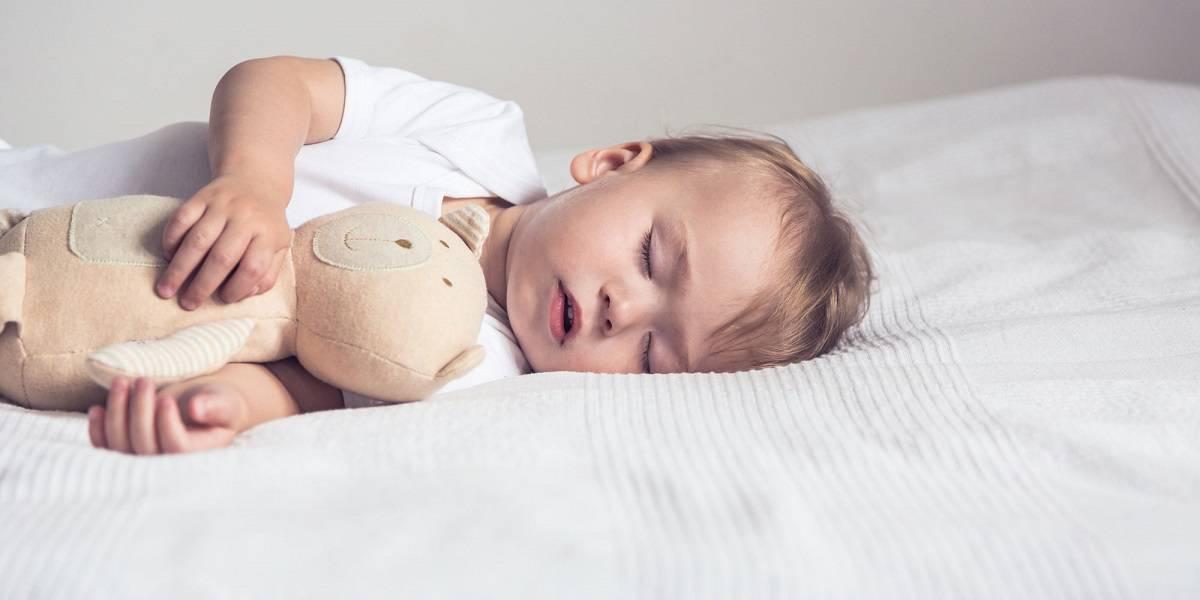 العمر المناسب لنوم الطفل في غرفة منفصلة
