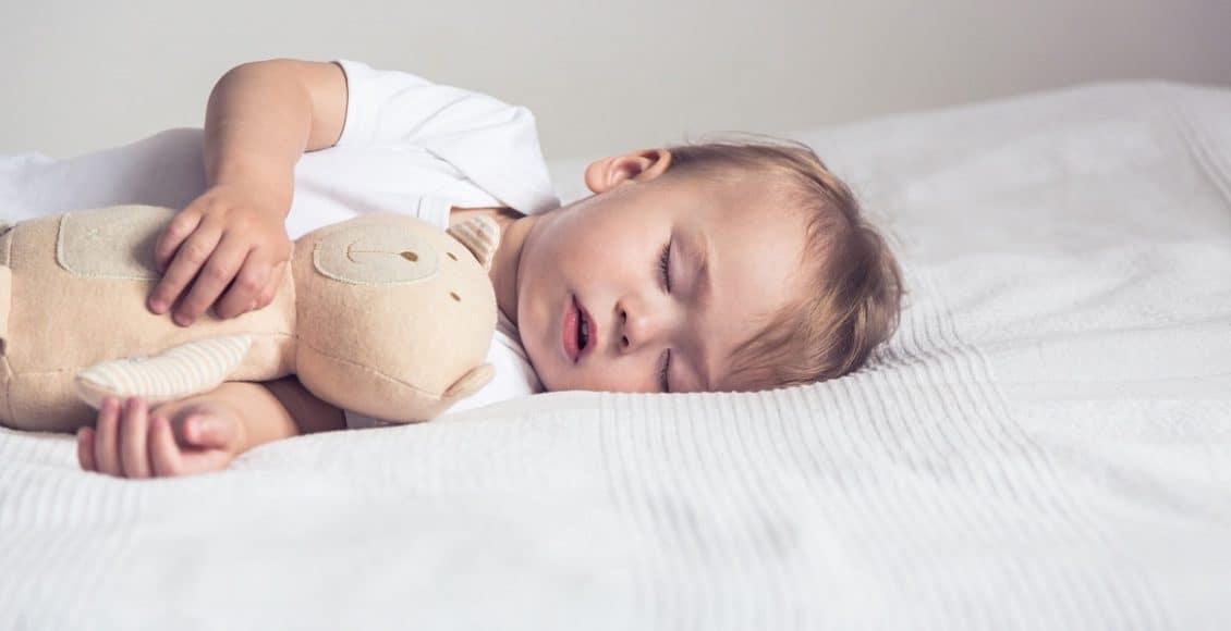 ميل الطفل للنوم بعد السقوط