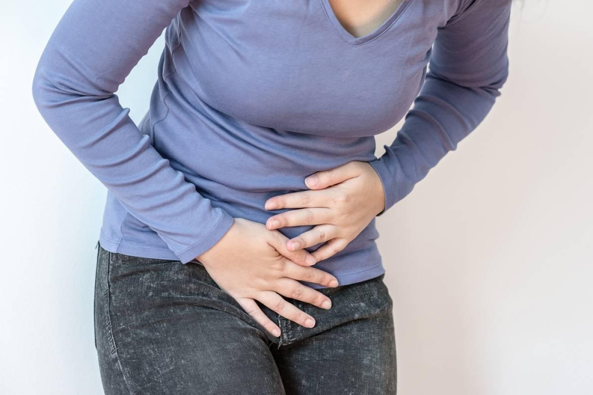 هل المغص والغازات من علامات الحمل