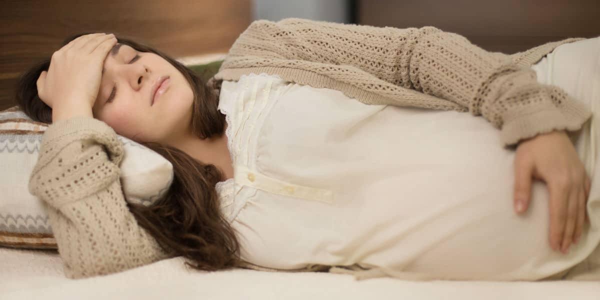 وضعية النوم المناسبة في حالة نزول المشيمة