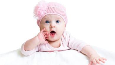 الإفرازات عند البنات حديثي الولادة
