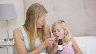 كيف اجعل طفلي يشرب الدواء