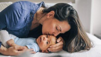 متى يجب استحمام الطفل حديث الولادة