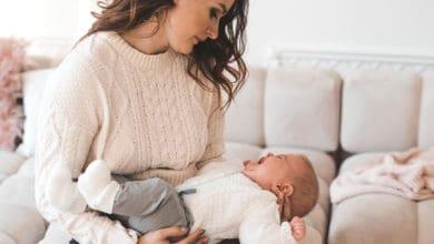 أضرار حليب الأم على الجنين وقت الحزن