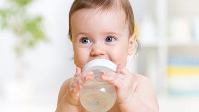 متى يشرب الطفل